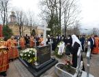 Святейший Патриарх Кирилл совершил литию на могиле митрополита Никодима (Ротова)