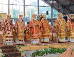В день памяти святителя Кирилла Туровского Патриарший Экзарх возглавил торжества, посвященные 25-летию возрождения Туровской епархии
