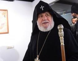Армянский католикос открыл в Москве выставку с картинами Айвазовского