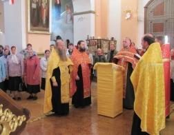 Соборное моление об Украинской Православной Церкви совершили священнослужители и прихожане храмов Новогрудка