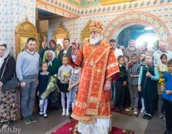 В день памяти святителя Николая Чудотворца Патриарший Экзарх совершил Литургию в Никольском храме поселка Привольный