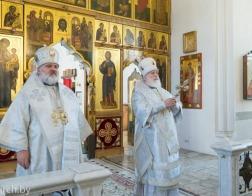 Митрополит Минский и Заславский Павел и епископ Кронштадтский Назарий совершили Литургию в Петро-Павловском соборе города Минска