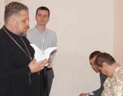 Клирики Свято-Троицкого храма в Боровлянах вручили подарки детям с ограниченными возможностями