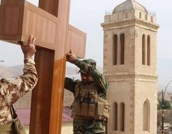 В Ираке священники работают прорабами на стойках, восстанавливая разрушенные села