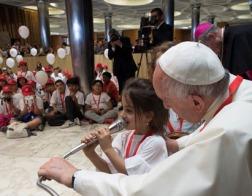 В Ватикане вновь побывал «Детский поезд», пассажиров которого приветствовал Папа Франциск