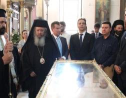 Греческая королевская семья поклонились мощам святой Елены, привезенным в пригород Афин