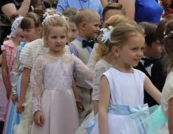 В Пинске состоялся «Троицкий бал» детей и молодежи
