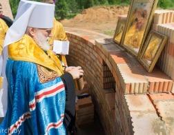 Патриарший Экзарх совершил закладку памятной капсулы в основание строящегося храма в честь Рождества Христова в агрогородке Колодищи