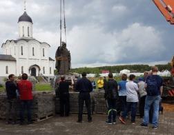 Памятник Ивану III установили в Свято-Тихоновой пустыни под Калугой