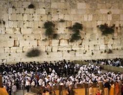 Либеральным иудеям и женщинам вновь запрещено молиться у Стены Плача