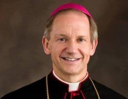 В США гей-активисты оказывают давление на епископа за запрет хоронить их по католическому обряду