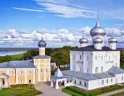 В Новгороде отреставрировали церковное облачение XII века