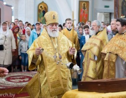В Неделю 5-ю по Пятидесятнице Патриарший Экзарх совершил Литургию в Свято-Духовом кафедральном соборе города Минска