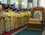 Митрополит Санкт-Петербургский Варсонофий возглавил Литургию у мощей святителя Николая в Александро-Невской лавре