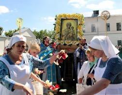 Архиепископ Витебский и Оршанский Димитрий и множество белорусских паломников приняли участие в торжествах в честь Смоленской иконы Божией Матери