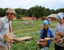 Студенты БелГУТа оказали волонтерскую помощь Юровичскому монастырю