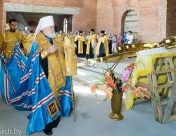 Митрополит Павел совершил чин освящения креста для купола храма в честь святителя Николая Чудотворца в поселке Большевик