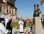 Святейший Патриарх Кирилл освятил памятник архимандриту Антонину (Капустину) на его малой родине