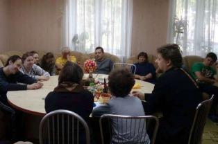 Клирик Никольского прихода в Шабанах проводит регулярные встречи с людьми, имеющими особенности психического развития
