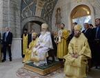Святейший Патриарх Кирилл совершил великое освящение московского храма Трех святителей в пос. Воскресенское