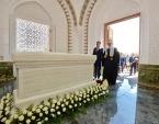 Святейший Патриарх Кирилл возложил цветы к могиле первого Президента Узбекистана в Самарканде