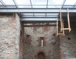 Под Великим Новгородом реставраторы законсервировали древний храм на Рюриковом городище