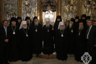 Митрополит Павел принял участие в служении молебна у Мамврийского дуба и посетил храм Рождества Христова в Вифлееме