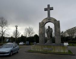 С памятника Иоанну Павлу II во Франции уберут крест