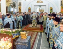 В канун праздника Казанской иконы Божией Матери митрополит Павел совершил всенощное бдение в Свято-Духовом кафедральном соборе города Минска