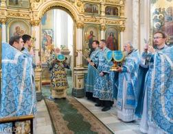 В праздник Казанской иконы Божией Матери Патриарший Экзарх совершил Литургию в в Свято-Духовом кафедральном соборе города Минска