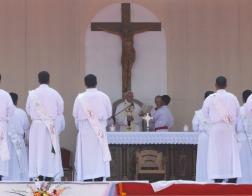 Во время Мессы в столице Бангладеш Папа Франциск совершил хиротонию 16 новых священников