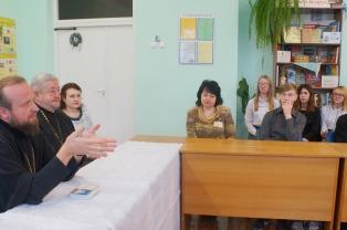 Епископ Лидский и Сморгонский Порфирий встретился с учащимися и педагогами лидской средней школы № 11