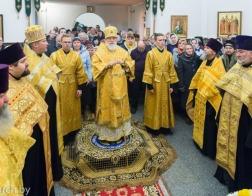 В канун дня памяти святителя Николая Чудотворца Патриарший Экзарх совершил всенощное бдение в Никольском храме микрорайона Сокол города Минска