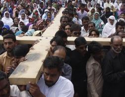 В Пакистане прошло межконфессиональное всенощное богослужение памяти жертв террора