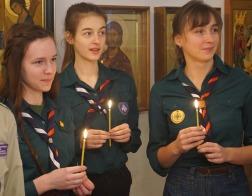 Вифлеемский огонь мира начал предрождественское шествие по белорусским храмам