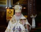 Перед началом ночного Рождественского богослужения Святейший Патриарх Кирилл в прямом эфире поздравил телезрителей с праздником