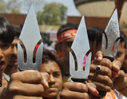 В индийском штате Мадхья-Прадеш группа индуистских радикалов напала на католический колледж