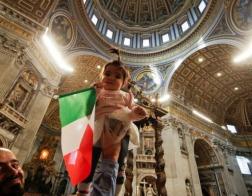 Папа Римский отслужил специальную Мессу, на которую были приглашены мигранты и беженцы