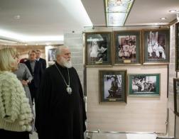 Патриарший Экзарх возглавил церемонию открытия выставки «Венценосная семья. Путь любви» во Всехсвятском храме столицы