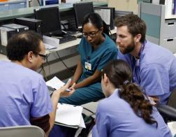Новая государственная служба в США будет защищать верующих медиков