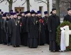 В годовщину освобождения Ленинграда от блокады делегация Санкт-Петербургской епархии приняла участие в церемонии возложения венков на Пискаревском кладбище