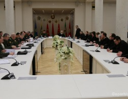 Патриарший Экзарх и Министр обороны приняли участие в круглом столе по теме взаимодействия Белорусской Православной Церкви и Вооруженных сил Республики Беларусь