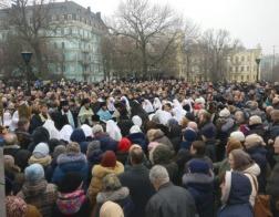 В Киеве тысячи верующих вышли на защиту Десятинного монастыря (+фото)