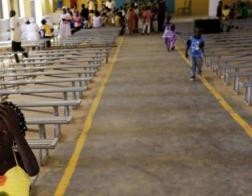 В Судане власти снесли бульдозерами очередной христианский храм, Библии подверглись конфискации