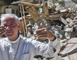Из-под завалов разрушенного землетрясением храма в центральной Италии извлекли дарохранительницу с освященными гостиями