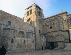 Церкви закрыли Гроб Господень, поспорив с мэрией Иерусалима из-за налогов