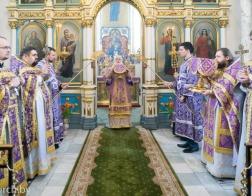 В Крестопоклонную Неделю митрополит Павел совершил Литургию в Свято-Духовом кафедральном соборе города Минска