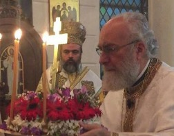 В Неделю Крестопоклонную Божественная литургия была совершена в древней Смирне