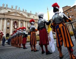 Ватикан признал, что фото письма папы Бенедикта о папе Франциске было «подработано»