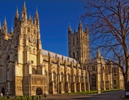 Церковь Англии переходит на пожертвования с помощью бесконтактных платежей
